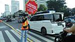 Aksi Mahasiswa Peduli Corona Hiasi Kawasan Sudirman