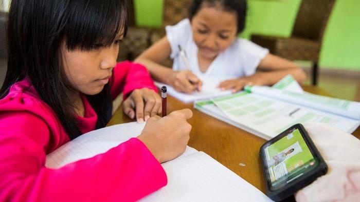 Virus corona: Tak semua pengajar, siswa siap terapkan sekolah di rumah