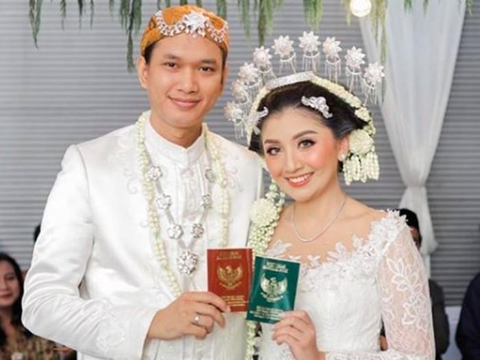 Putri Feni Rose menikah