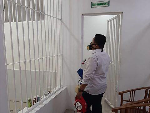 Cegah Corona, Ruang Sidang-Tahanan PN Jaksel Disemprot Disinfektan