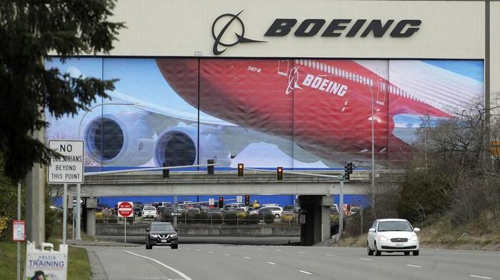 Boeing sementara akan menutup sementara pabriknya di Washington untuk mengurangi penyebaran virus corona (COVID-19). Penutupan berlangsung selama 14 hari.