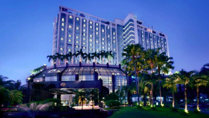 Ketua Umum Partai NasDem Surya Paloh meminjamkan hotel miliknya kepada Gugus Tugas Penanganan COVID-19. The Media Hotel yang dimiliki Paloh akan dijadikan posko virus Corona.