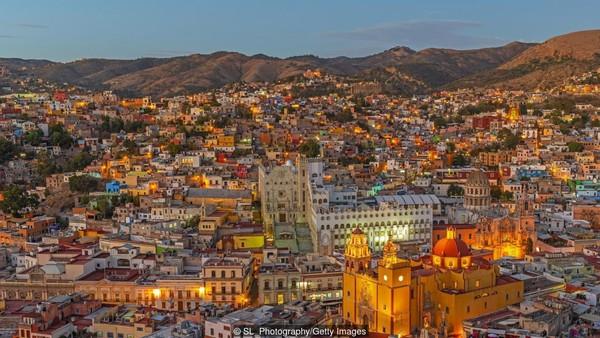 Diprediksi Meksiko juga akan menjadi negara dengan ekonomi ketujuh di dunia. Fokus pada manufaktur dan ekspor telah mendukung sebagian besar pertumbuhan ekonomi beberapa tahun terakhir. (SL_Photography/Getty Images/BBC)