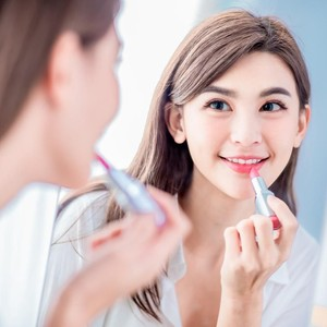 Rekomendasi 7 Lipstik Matte yang Anti Transfer ke Masker