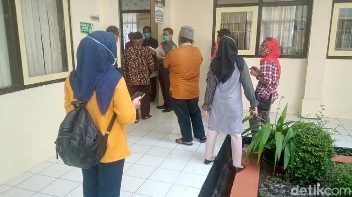 Suasana tempat diversi kasus penyiksaan siswi SMP Purworejo di PN Purworejo, Selasa (23/3/2020).