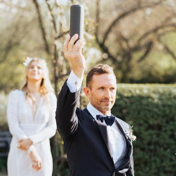 Tamu Absen Karena Corona, Pasangan Ini Livestream Pernikahan di Instagram