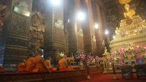Syahdunya Prosesi Ibadah Para Bhiksu Sebelum Ada Corona