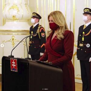 Potret Presiden Stylish yang Jadi Atensi karena Serba Matching Saat Corona