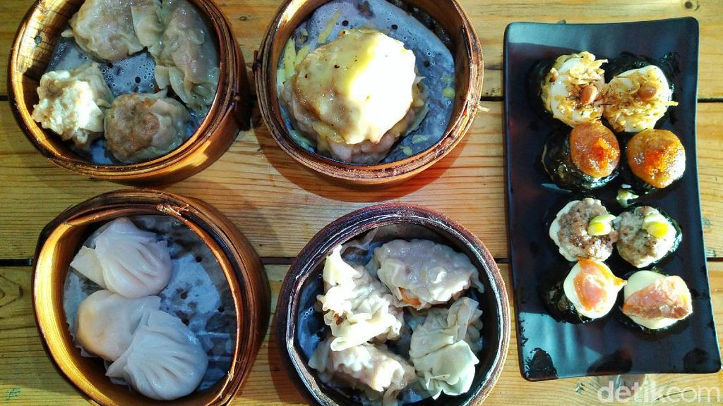Dimsuming : Jajan Dimsum Monster dan Dimsum Sushi Bertopping Salmon