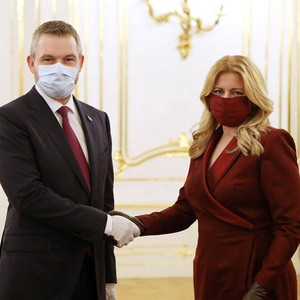 Gaya Stylish Presiden Slovakia Saat Ada Corona, Masker & Baju Matching