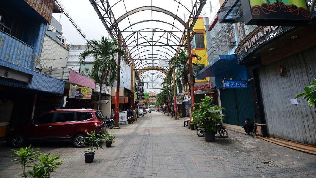 Wabah Corona Bikin Toko-toko di Pasar Baru Tutup
