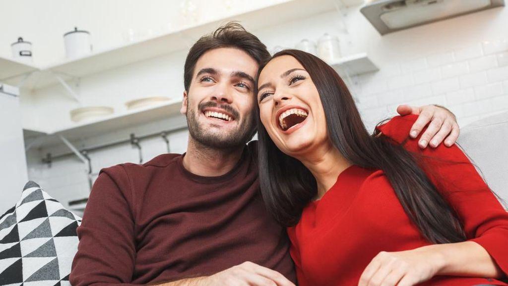 Nonton Film Romantis Bisa Buat Sejoli Makin Lengket, Ini Faktanya
