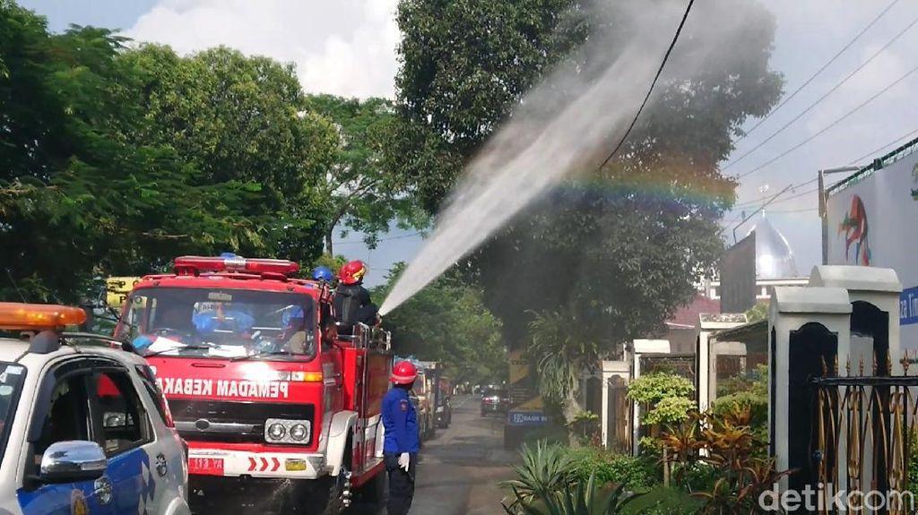Viral Video Truk Semprot Disinfektan di Jalanan, Efektifkah Cegah Corona?