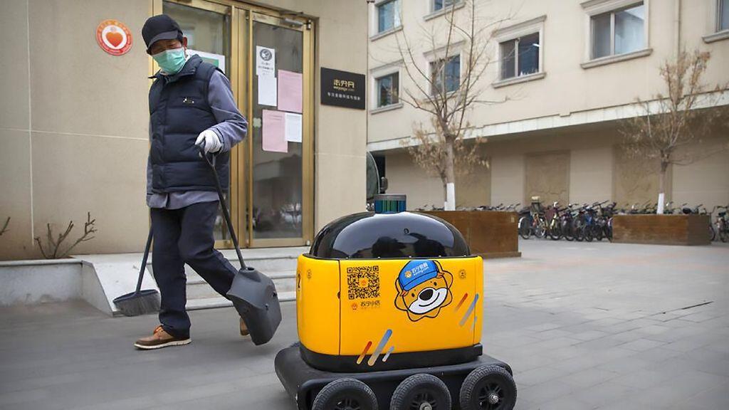 Keren! Ada Robot Pengantar Makanan hingga Pengawas Mal di China