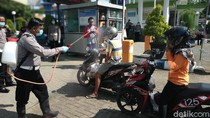 Keluar Masuk Pasar Pacitan Ini Wajib Disemprot Disinfektan Cegah Corona