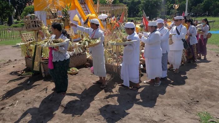 Hari Raya Nyepi 2020 jatuh pada hari ini, umat Hindu menggelar perenungan melalui penyepian. Begini sepinya Bali saat warganya menjalani catur brata atau penyepian.