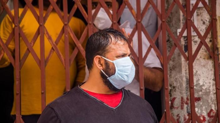 Penduduk India mulai jalani lockdown di tengah lonjakan kasus Corona di negara itu. Milyaran warga India dikarantina guna memutus rantai penyebaran COVID-19.
