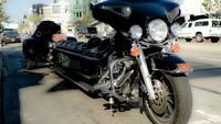 Pemiliknya Steve Mc Gill mengaku terinspirasi ketika melihat Harley-Davidson roda tiga, ditambah saat perjalanan pulang ia melihat mobil Cadilac. Tak pelak, tercetuslah ide untuk memanjangkan Harley-Davidson seperti limosin yang dijuluki Anaconda. Foto: Autoevolution