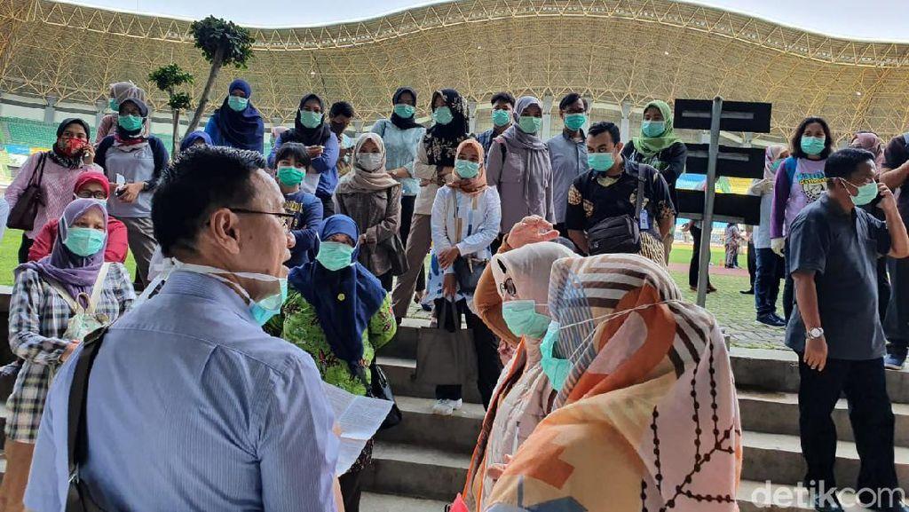 Petugas Medis di Bekasi Tes Kesehatan Sebelum Rapid Test Corona Door to Door