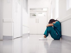 Kisah Pilu Petugas Kesehatan di Inggris, Diludahi Orang karena Pekerjaannya