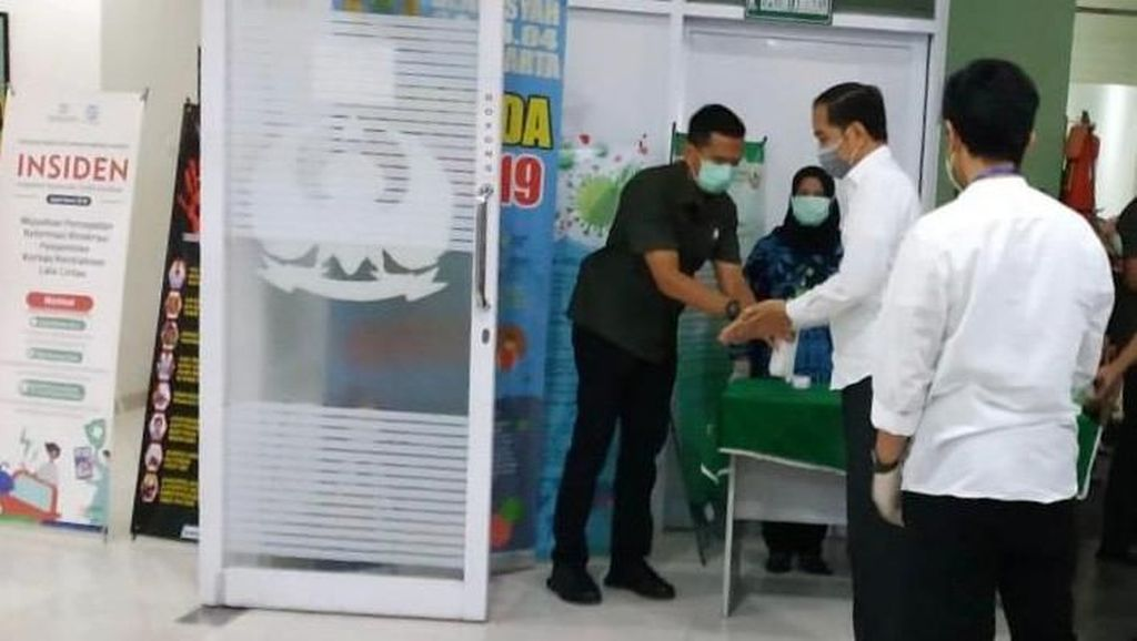Jokowi Tiba di RS TNI Slamet Riyadi Solo