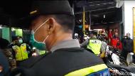 Video Polisi Bubarkan Warga Blitar yang Masih Nongkrong