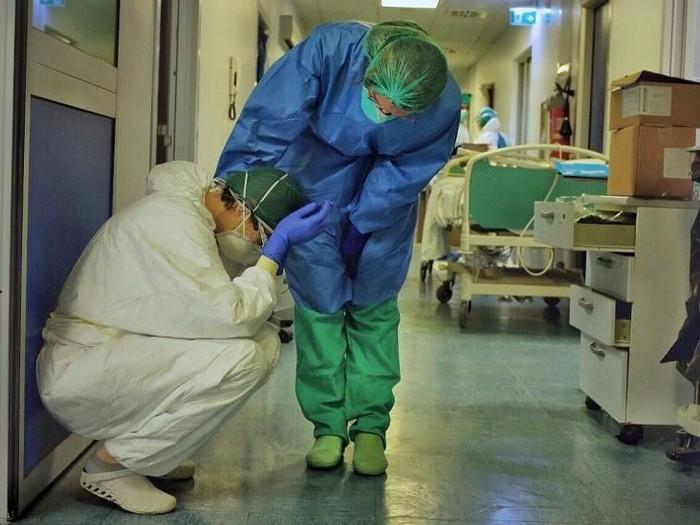 Virus corona: Meninggal sendirian adalah hal yang mengenaskan, kisah perawat yang menangani pasien Covid-19 di rumah sakit Italia