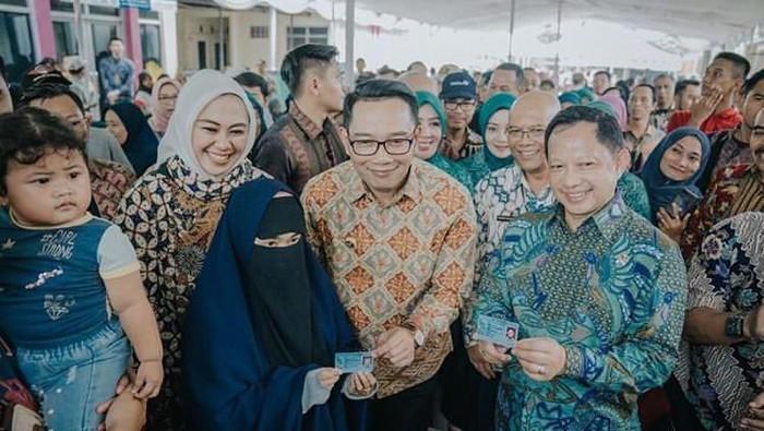 Foto Bersama Mendagri Tito-Gubernur Jabar RK-Bupati Karawang