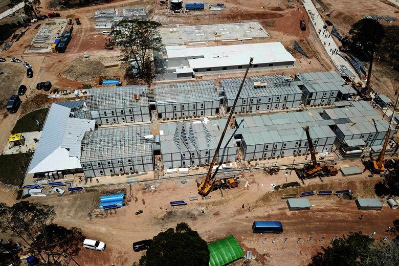 Foto aerial progres pembangunan rumah sakit khusus Corona (COVID-19) di Pulau Galang, Batam, Kepulauan Riau, Rabu (25/3/2020). Antara Foto/Bobby.