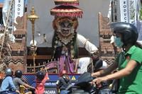 Festival ogoh-ogoh di Bali juga ditiadakan karena imbas Pandemi Corona. Festival yang rutin dilaksanakan tersebut dibatalkan atas instruksi Gubernur Bali I Wayan Koster guna mencegah keramaian yang berpotensi menjadi penyebaran virus tersebut.
