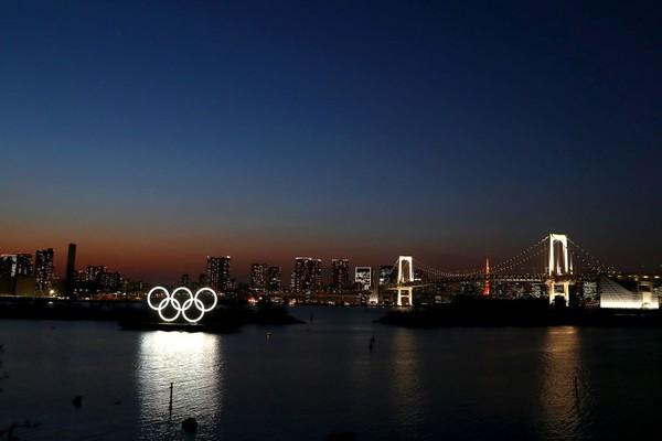 Suasana yang sunyi di kawasan Odaiba Marine Park Tokyo, Jepang. Wabah COVID-19 membuat Olimpiade 2020 yang akan diselenggarakan di Tokyo ditunda. Getty Images/Clive Rose.