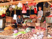 Viral Belanja ke Pasar Pakai Hazmat Bikin Netizen Emosi