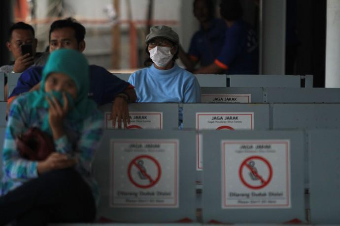 Wabah Corona berdampak ke hampir semua sektor. Transportasi jadi salah satu sektor yang terdampak dari penyebaran virus Corona di Indonesia.