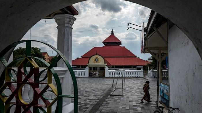 Wabah Corona yang melanda Indonesia turut berdampak pada sektor pariwisata. Sejumlah tempat wisata di Yogyakarta pun ditutup dan sepi dari kunjungan wisatawan.