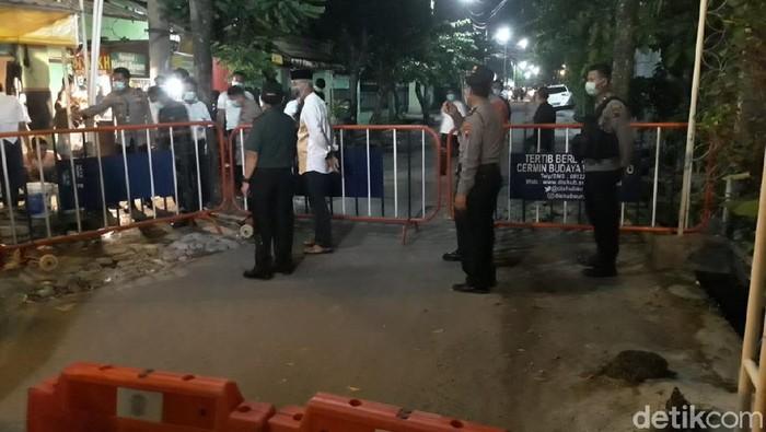 Suasana di sekitar rumah duka ibunda Jokowi, Solo, Rabu (25/3/2020).