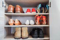 Apakah Virus Corona Bisa Hidup dan Disebarkan dari Sepatu?