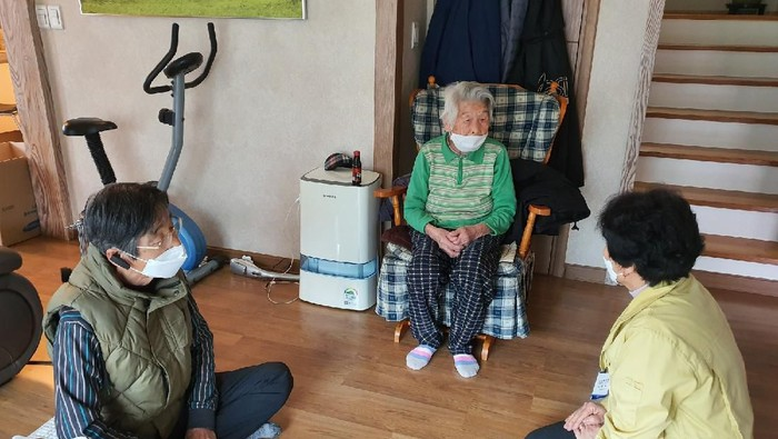 97-year-old woman fully recovers from new coronavirus (Photo supplied by Cheongdo County via CNN)