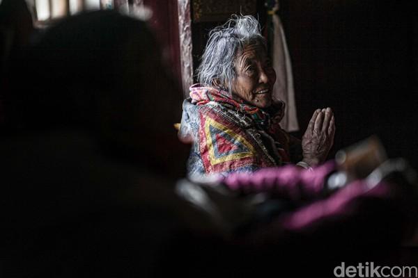 Biara-biara ini dihuni oleh para calon biksu yang sedang belajar dan memperdalam ilmunya agar dapat ditahbiskan menjadi biksu.
