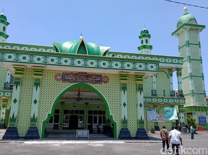 Masjid Raya Klaten di Jalan Pemuda Tengah.