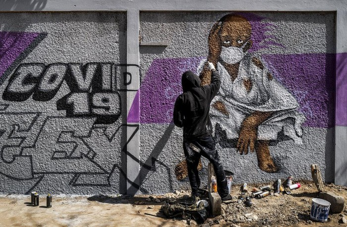 Upaya pencegahan virus Corona dapat dilakukan dengan berbagai cara. Warga di Senegal hingga Inggris membuat mural terkait pencegahan penyebaran COVID-19.