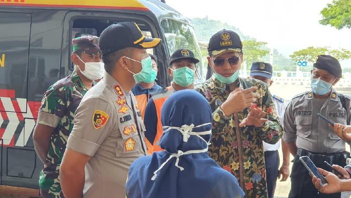 Bupati saat memantau kondisi Terminal Giri Adipura Wonogiri, Rabu (25/3/2020).