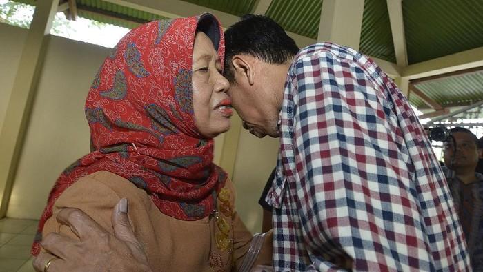 Presiden Jokowi menyampaikan duka cita atas meninggalnya ibunda, Sudjiatmi Notomiharjo