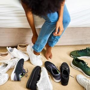 5 Cara Membersihkan Sneakers Putih agar Kembali Seperti Baru