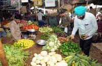Polisi di India Borong Sayuran di Pasar Untuk Dibagikan Gratis