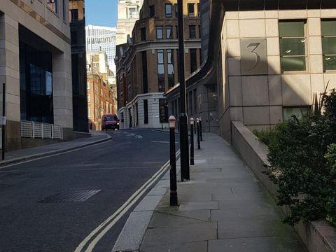 Angie 'Virgin' Lihat London Bak Kota Hantu saat Lockdown
