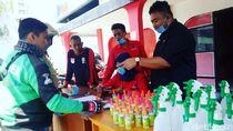 Kader PDI-P Garut Bagikan Hand Sanitizer ke Driver Ojol-Sopir Angkot