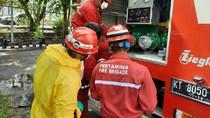 Cegah Corona, Truk Damkar Pertamina Semprot Disinfektan di Balikpapan