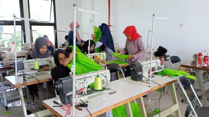 Pemkot Semarang produksi APD untuk dibagikan gratis