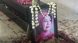 Video: Melihat Makam Ibunda Jokowi di Sisi Pusara Sang Suami