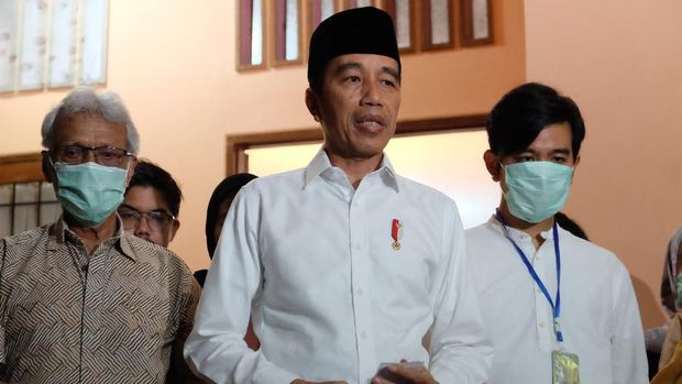 Presiden Jokowi menyampaikan kabar duka cita atas meninggalnya ibunda, Sudjiatmi Notomihardjo